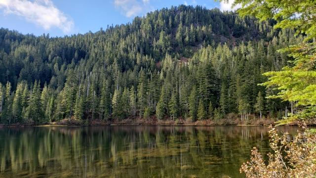 Deer Lake. Hiking near Seattle, Washington. FitlifeandTravel.com