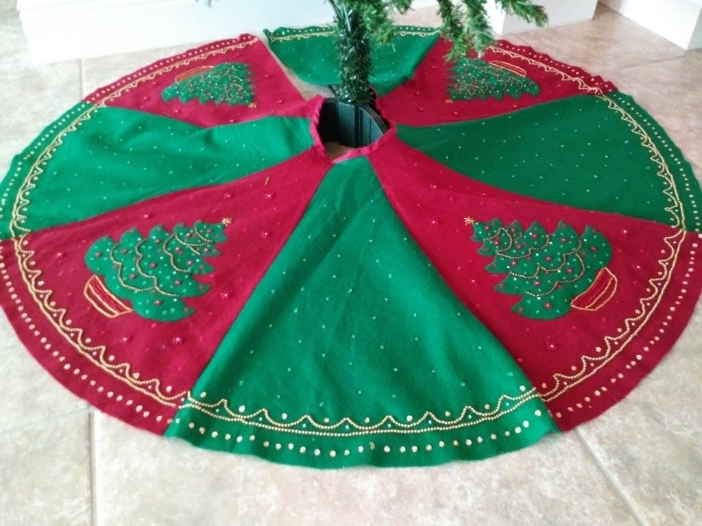 Homemade Christmas Tree skirt. Gift ideas. FitLifeandTravel.com
